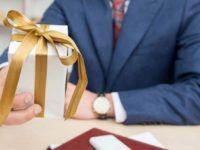 Могут ли госслужащие получать подарки?
